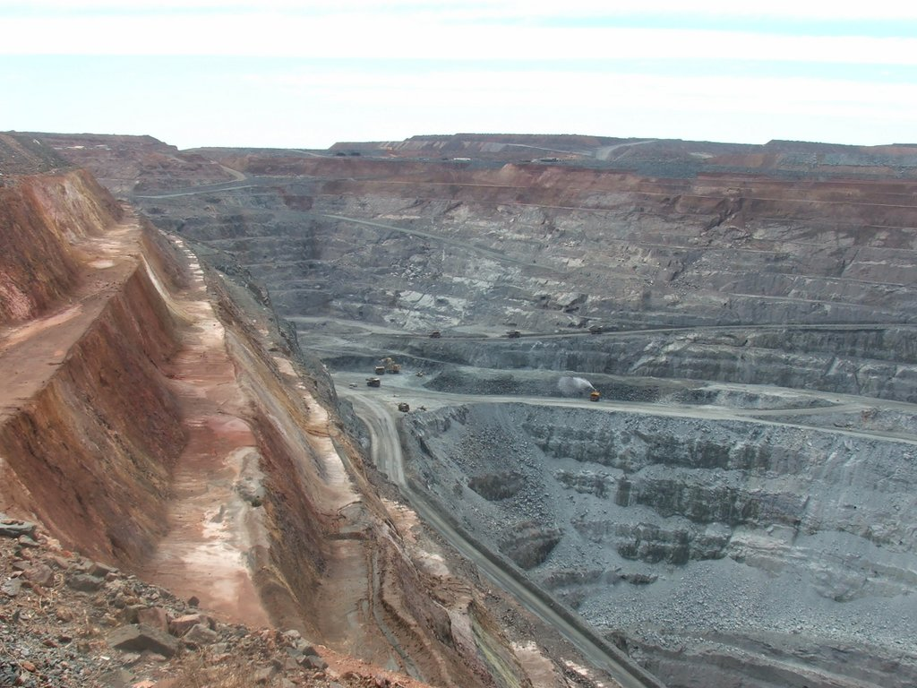 View of the Super Pit clearly showing the steeply dipping faults and also areas of historic underground mining